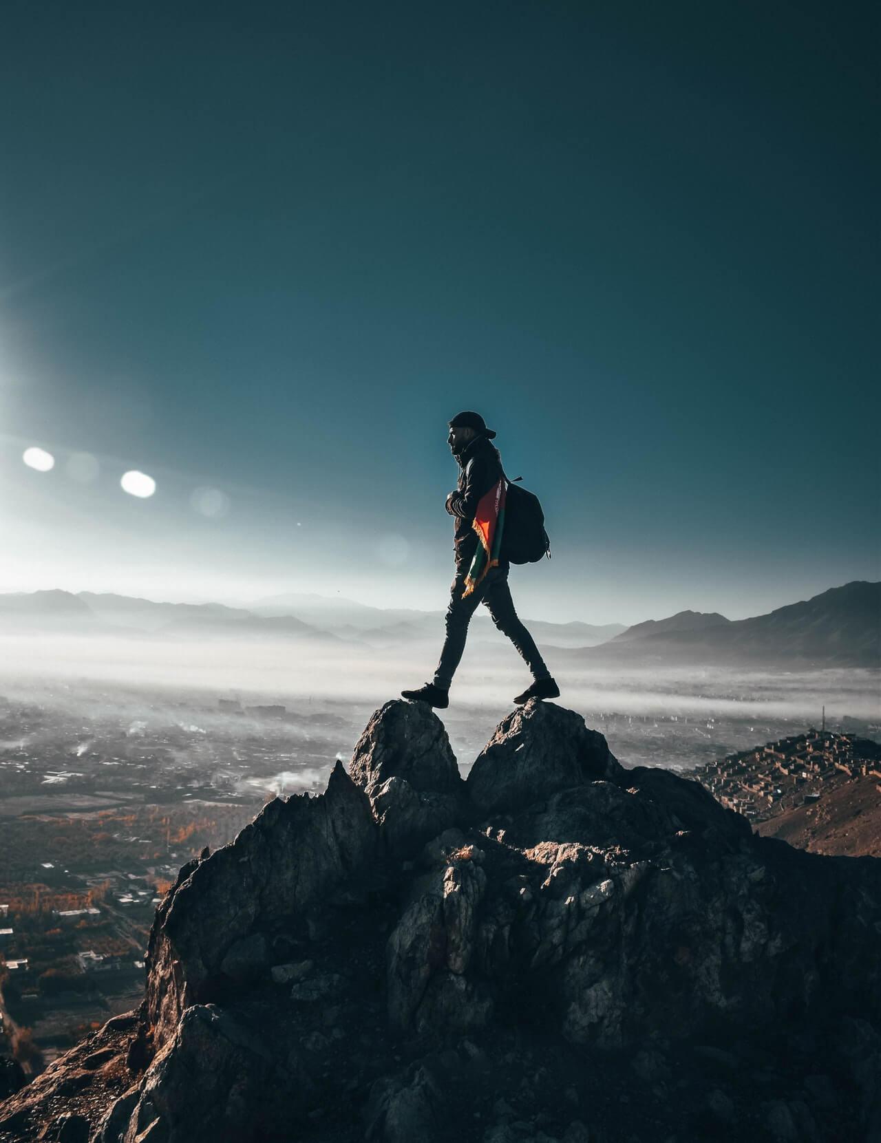 Pendaki Gunung Membunuh Waktu