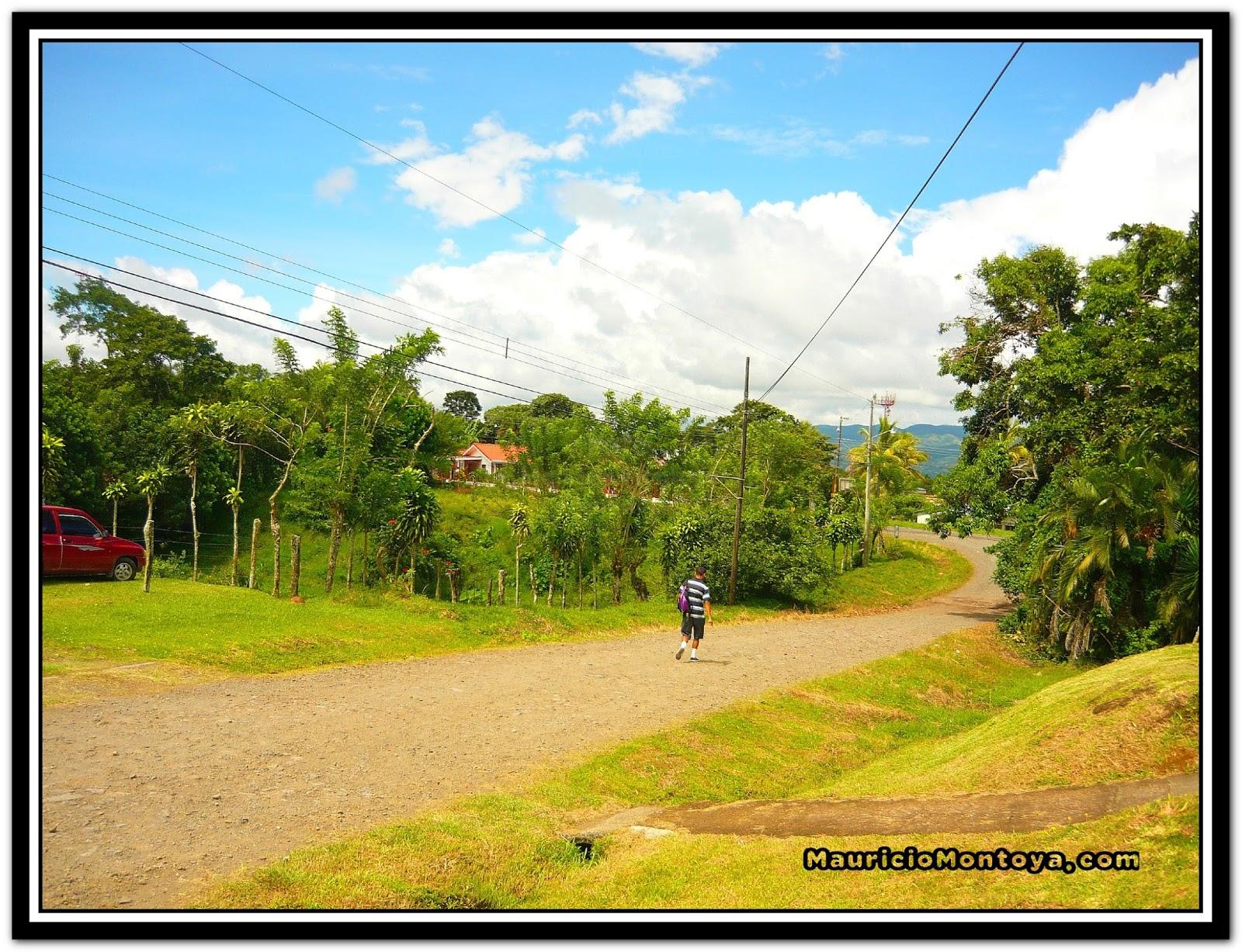 Entrada A Barrio Llama Azul Tronadora