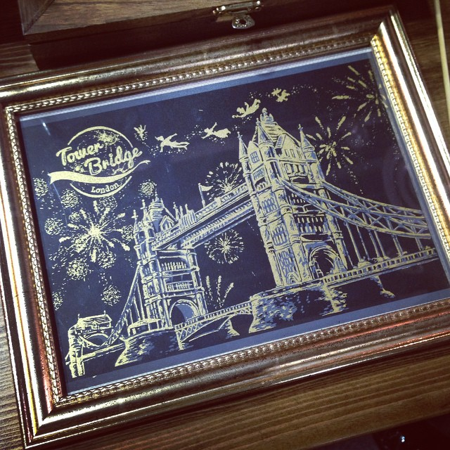 05-Tower-Bridge-London-New-Year-s-Eve-Lago-Coloring-by-Scratching-Drawings-www-designstack-co