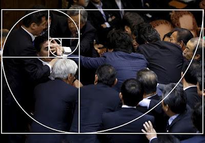 Komposisi Dasar Foto dalam Fotografi eren rapat rusuh anggota dewan