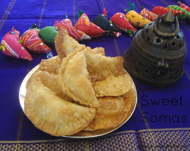 images if Sweet Somas Recipe / Sweet Somasi Recipe / Kajjikayalu Recipe / Diwali Sweet Recipes