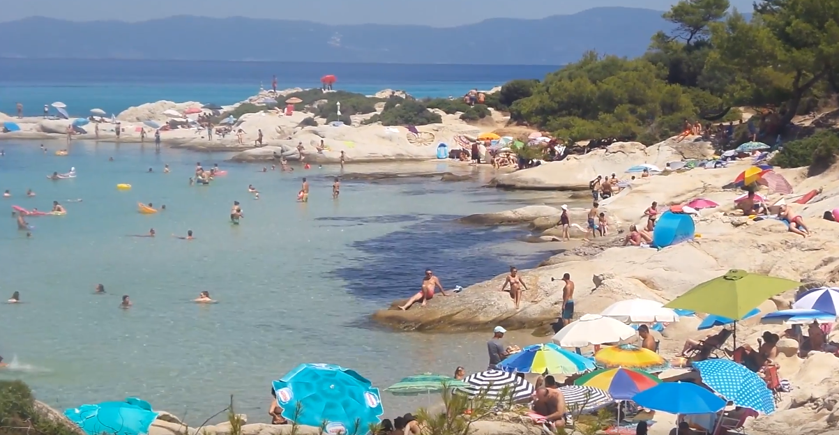 Mια από τις πιο ωραίες παραλίες στην Ελλάδα βρίσκετε στην Χαλκιδική  (Βίντεο)