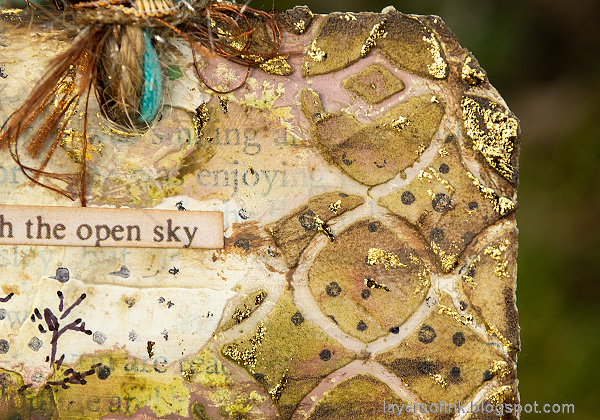 Layers of ink - Mixed Media Bird Tag Tutorial by Anna-Karin Evaldsson. Gold foiling.