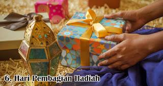 Hari Pembagian Hadiah merupakan salah satu keistimewaan hari raya idul fitri