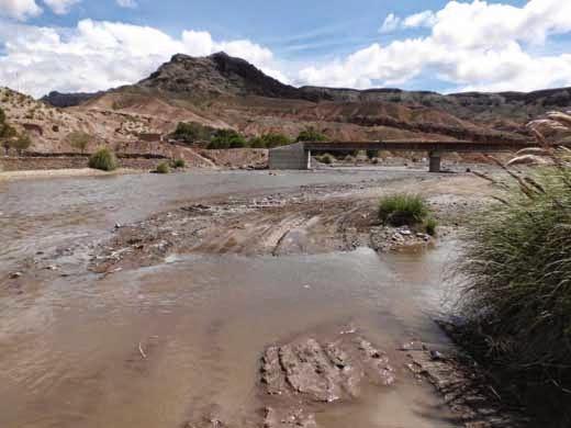 Zurzeit gibt's kein Durchkommen im Fluss.