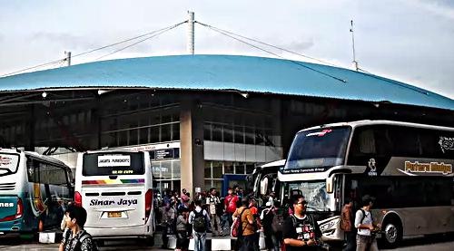 gambar Terminal Pulo Gebang Pusat Agen Bus Jalur Jawa