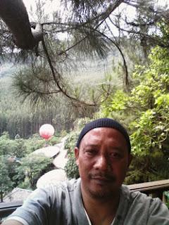 Arief S di Kampung Sampireun, Garut