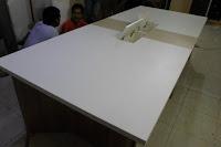 Meja Rapat Conference Table Dengan Koneksi Listrik dan LAN