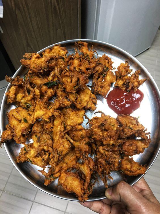Onion Fritters | Pakoras | Pakoda | Pakavada