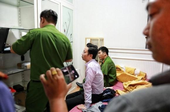 Xông vào nhà bắt trẻ nhỏ: Cận cảnh khám nhà bị can Lâm Hoàng Tùng 2