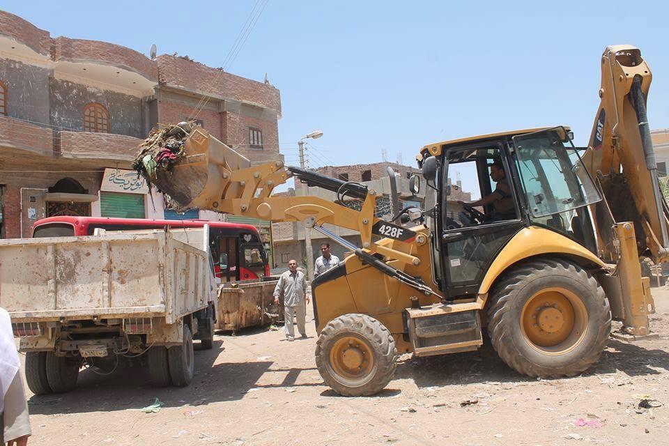حملة مكبرة للنظافة العامة وإزالة التعديات بمركز وقري طامية