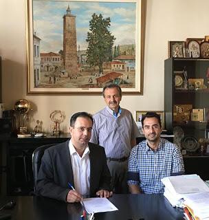 Δημος Βεροιας - Υπογράφτηκε η σύμβαση για τη βελτίωση των αγροτικών δρόμων στην Τ Κ Αγίας Βαρβάρας.