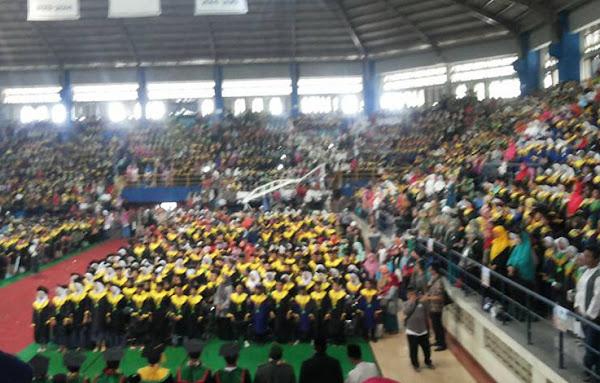Wisuda Akbar III Santri FKDT 2016-2017 di GOR Citra Arena