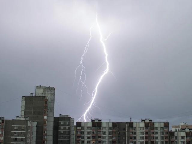 Град, грози та шквальний вітер: Синоптики попередили про погіршення погодних умов