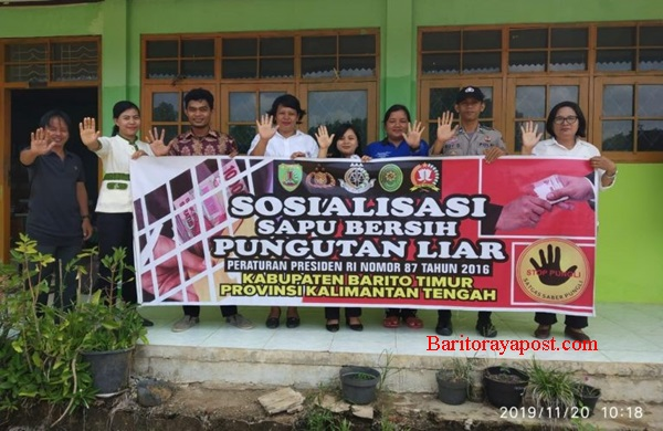 Sambangi SDN-2 Hayaping, Brigpol Vrida Respati Dan Briptu Roy Dianto Sosialisasikan Saber Pungli
