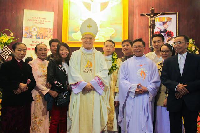 Lễ truyền chức Phó tế và Linh mục tại Giáo phận Lạng Sơn Cao Bằng 27.12.2017 - Ảnh minh hoạ 223