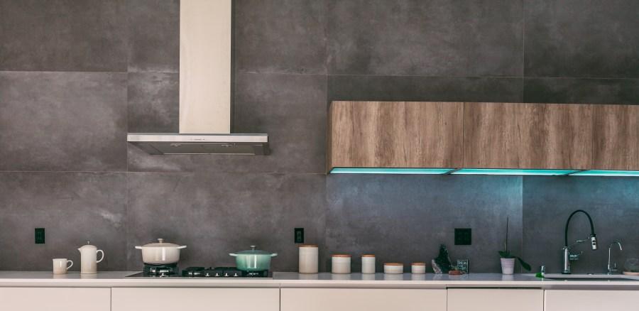 cucina: gres porcellanato grigio