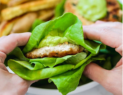 Spinach Avocado Chicken Burgers #chicken #burger