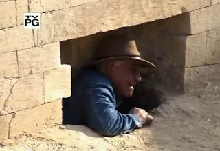 Zahi Hawass entering the tunnel on the northwest hind part of the Sphinx