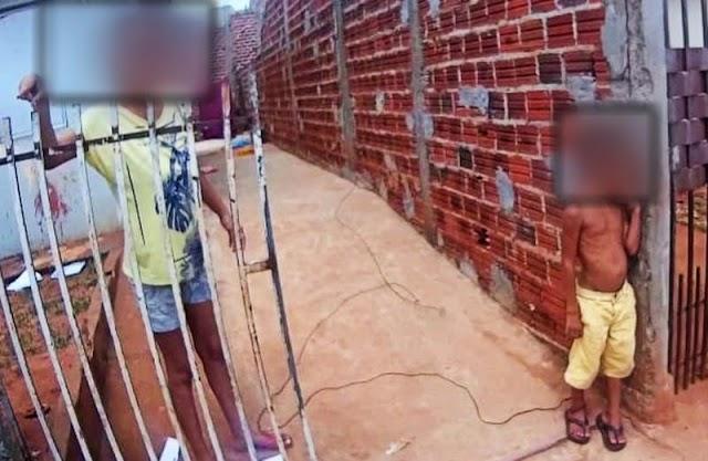Mãe amarra filho de 6 anos pelo tornozelo no muro de casa