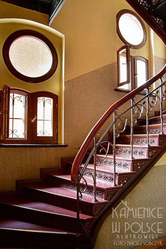 Legnica. Wnętrze. Architektura. Żeliwne schody.