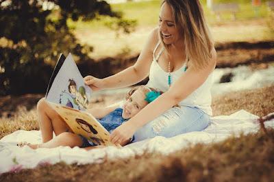Tips dan Manfaat Mengenalkan Buku Sejak dari Bayi