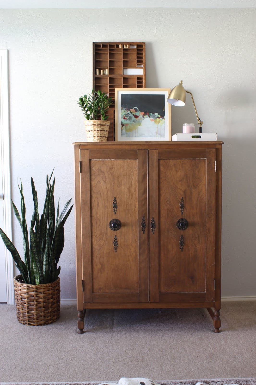 I get questions all the time about using sites like Marketplace and Craigslist for decorating. I've answered them here so that maybe you'll want to give it a try!   House Homemade