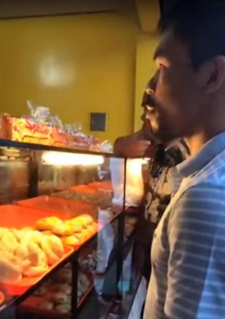 Manny Pacquiao compra pan en la calle y se vuelve viral