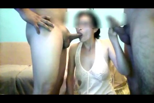 Mulher de Corno Fazendo DP com Outros Machos na Frente do Marido