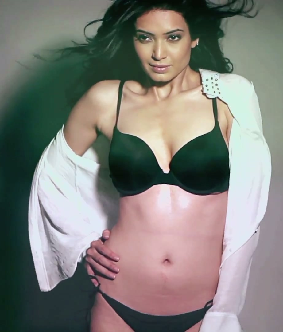 Karishma Ki Sexy Photo