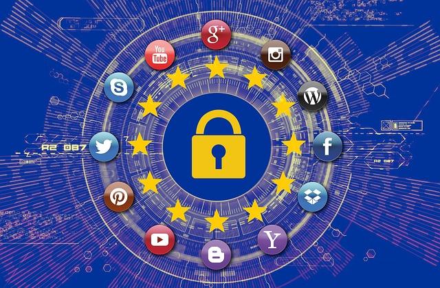 هل تقوم مواقع التواصل الاجتماعي بنزع خصوصيتك؟