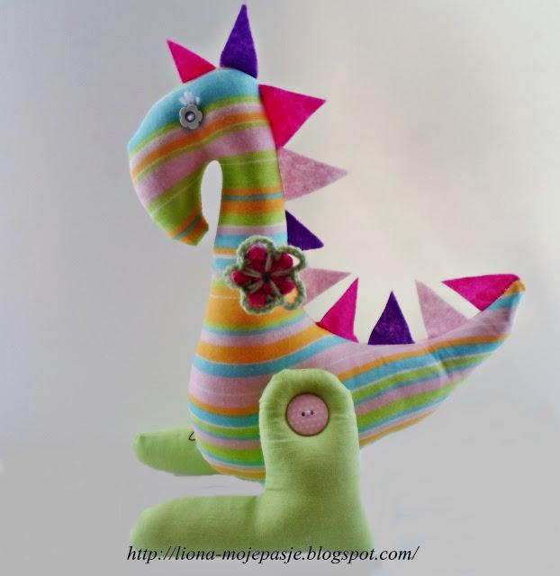 Dinozaur z materiału.