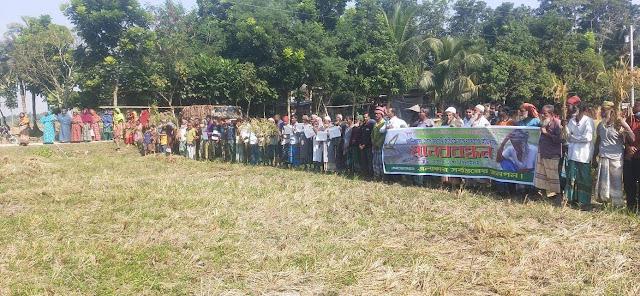 ঝিনাইদহে আবাদী জমিতে খাল খননের প্রতিবাদে মানববন্ধন
