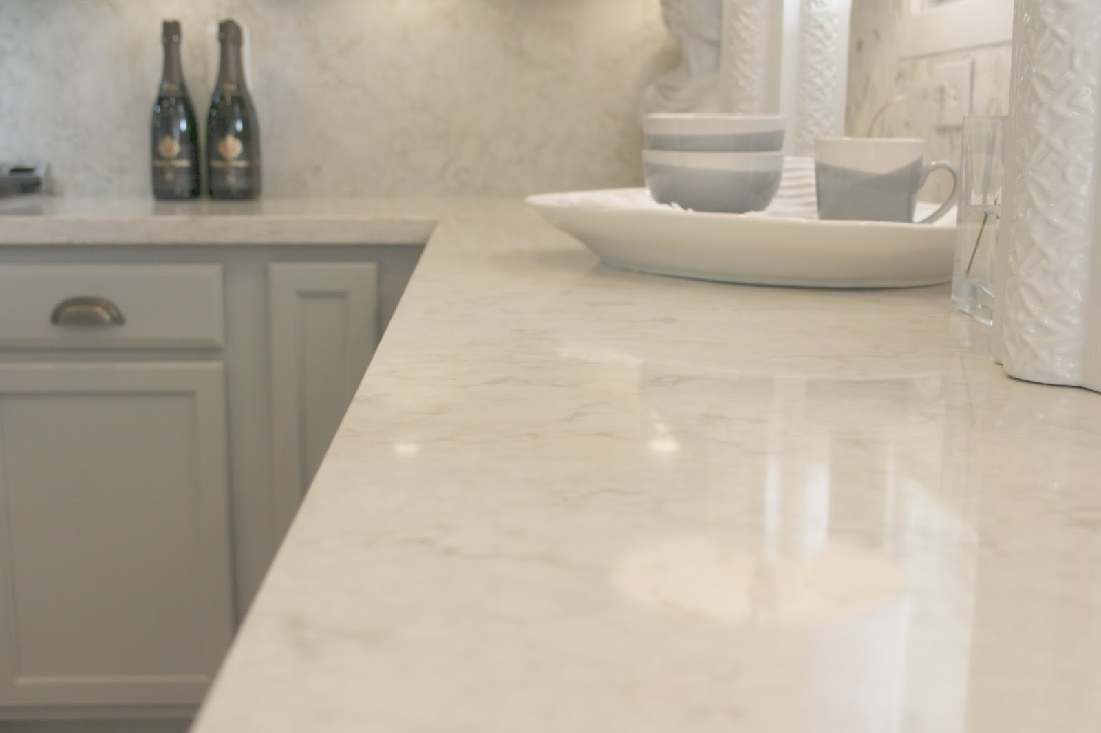 Serene modern farmhouse with Viatera Soprano quartz, Calacatta marble, and Swedish style by Hello Lovely