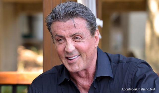 """""""Quanto mais vou à igreja, mais acredito em Jesus"""" diz Sylvester Stallone"""