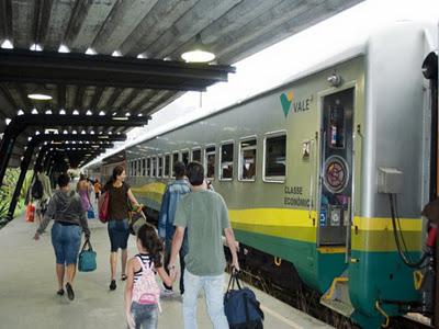 Resultado de imagem para trem de passageiro da vale