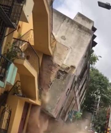VIDEO:ಬೆಂಗಳೂರಿನಲ್ಲಿ ನೋಡನೊಡುತ್ತಿದ್ದಂತೆ ಕುಸಿದು ಬಿತ್ತು 3 ಅಂತಸ್ತಿನ ಕಟ್ಟಡ!