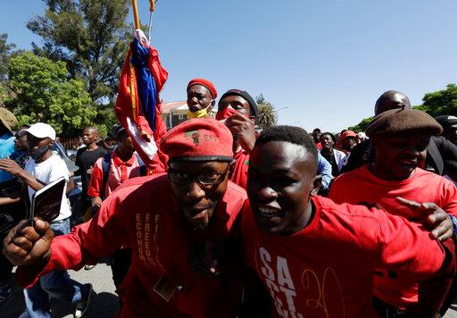 Tensões raciais aumentam na África do Sul devido ao assassinato de um fazendeiro branco