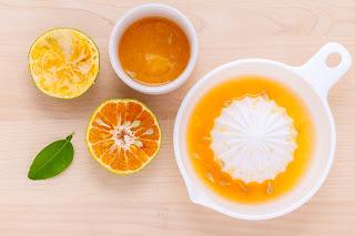 Exprimiendo una naranja