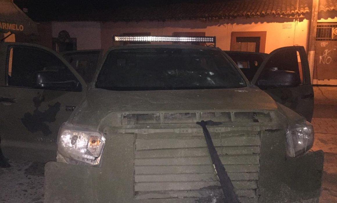 """Elementos de SSP y Guardia Nacional aseguran troca """"Monstruo"""" con blindaje artesanal del CJNG en Chinicuila, Michoacán"""