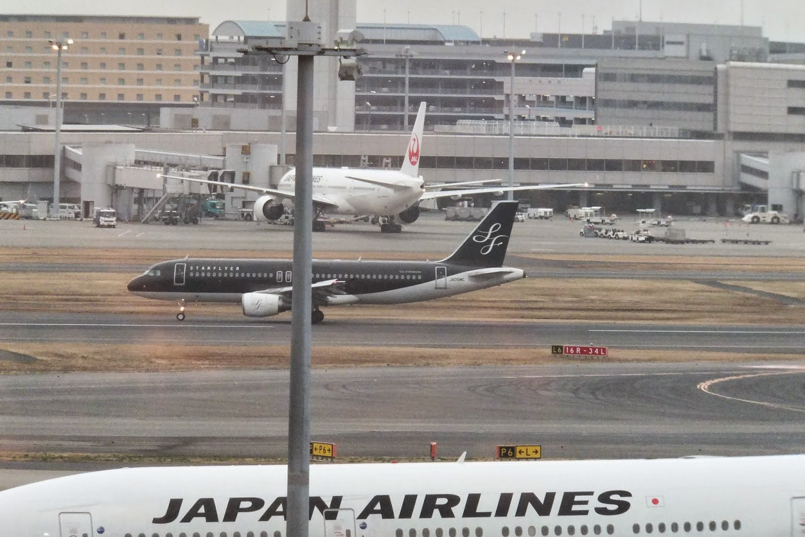 jal-lounge-haneda-airport-skyview3