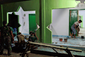 Satgas TMMD Ke-111 Kodim 0427/Way Kanan Pasang Keramik  Masjid