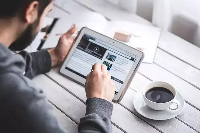 ब्लॉगिंग से पैसा कमाने के लिए आपको अपना खुद का एक ब्लॉग वेबसाइट बनाना होगा, उसके लिए भी आपको कोई चार्ज नहीं देना होगा गूगल पर आप टाइप कीजिए www.blogger.com और सर्च कीजिए जैसे ही जो साइट ओपन होगी उस पर आप अपना एक ब्लॉग वेबसाइट बना लीजिए, अगर आपको नहीं पता कि Blog वेबसाइट कैसे बनाते हैं, तो उसके लिए मैं पहले से पोस्ट लिख चुका हूं, पहले आप उस पोस्ट को पढ़ लीजिए, उसके बाद अपना एक अच्छा सा Blog वेबसाइट बना लीजिए, उसके बाद आप अपने ब्लॉक पर एक के बाद एक पोस्ट को publish करते रहें, जैसे ही आपके ब्लॉग पर 10 से 15 पोस्ट publish हो जाते हैं, उसके बाद आप अपने ब्लॉग को Google Adsence के लिए Apply कर दें ,जैसे ही आपका Google Adsence Approve होता है ,आपके Blog पर Ad आने start हो जाएंगे और आप पैसा कमा सकते हैं।
