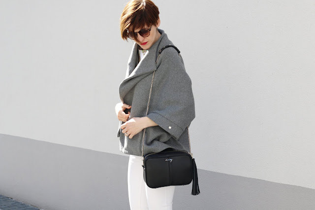 bluzka w liście, bluzka, białe spodnie, jak nosić białe spodnie, sposób na białe spodnie, porady stylistki, stylistka, porady, stylizacje, na wiosnę, stylistka radzi, moda, uliczna moda, csual, po 30 - tce ,