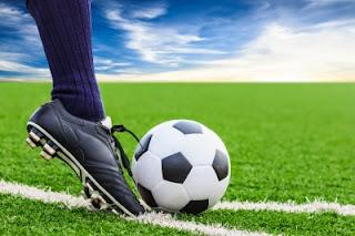 5 Tips Tetap Sehat Menonton Sepakbola Di Malam Hari
