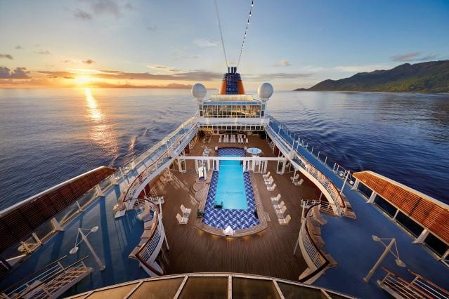 MS EUROPA Lido Deck (C) HL Cruises