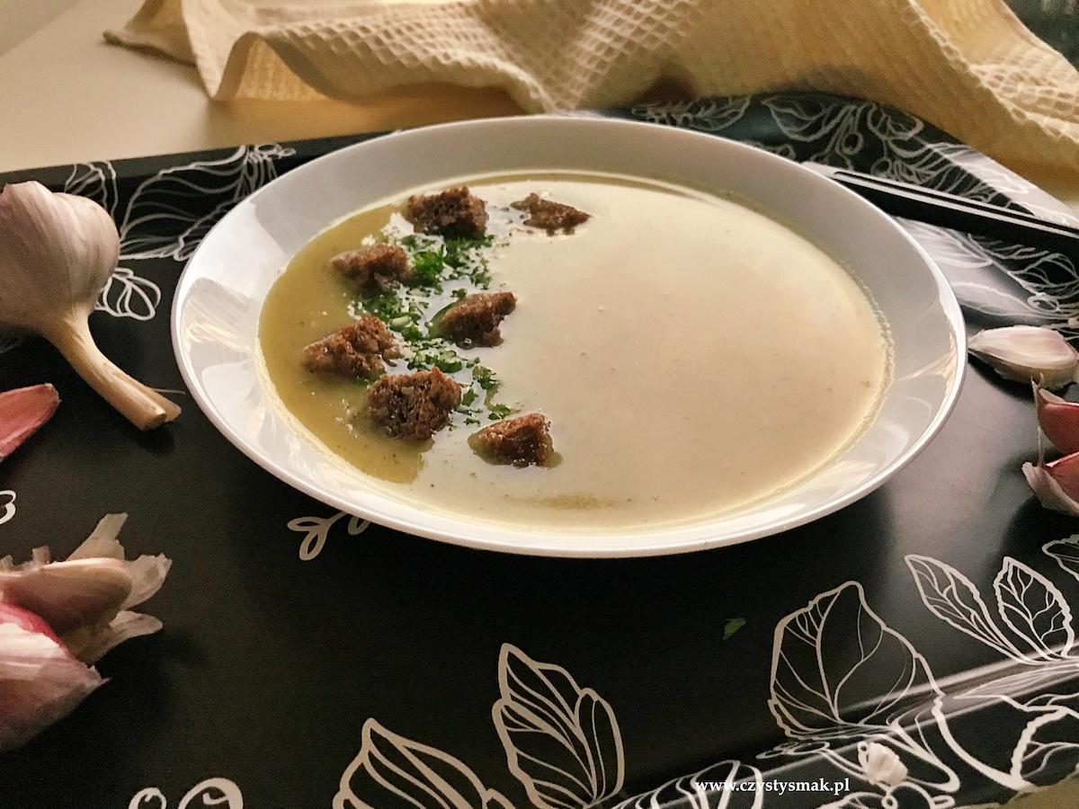 Zupa czosnkowa na przeziębienie