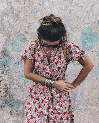vestido con estampado de corazones