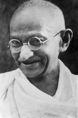A life story of mahatma gandhi in hindi
