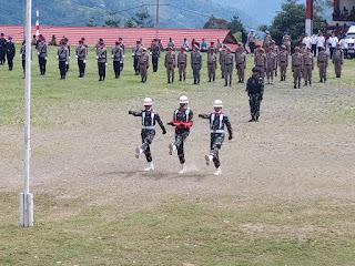 Satgas Yonif 751 Bantu Pemda Selenggarakan Upacara Pengibaran Bendera Merah Putih HUT Ke-76 RI di Tolikara
